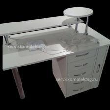 Маникюрный стол с подставками и выдвижными ящиками