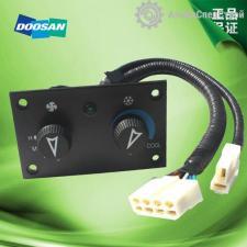 K1040980B Выключатель панели управления кондиционера Doosan DL303